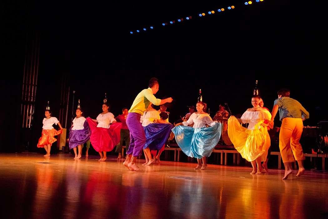 people dancing music from ecuador